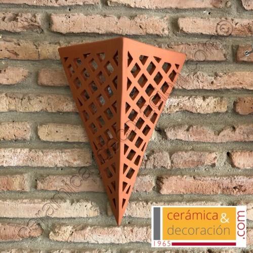 Aplique triangular cruzado